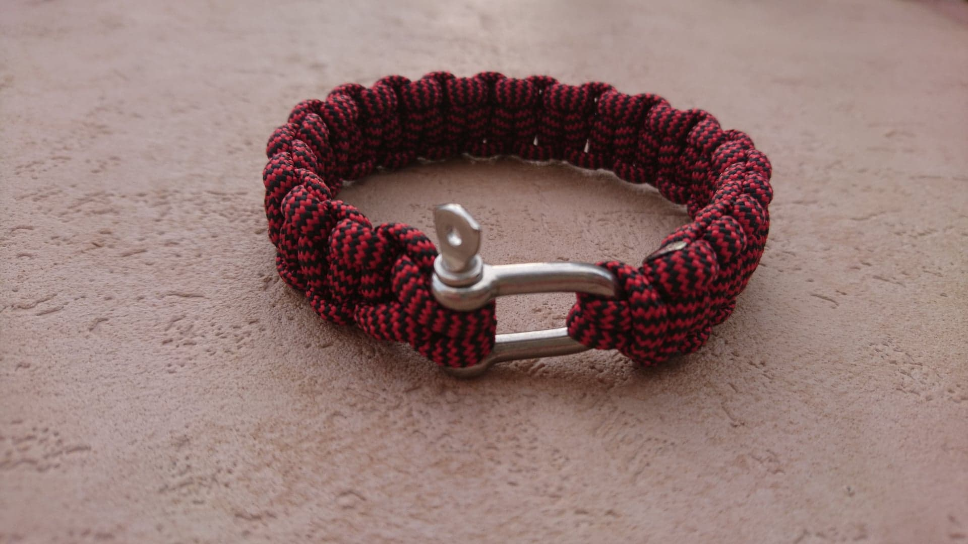 bracelet survie rouge inox