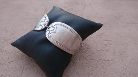 Bracelet en manches de fourchettes recyclées - volutes