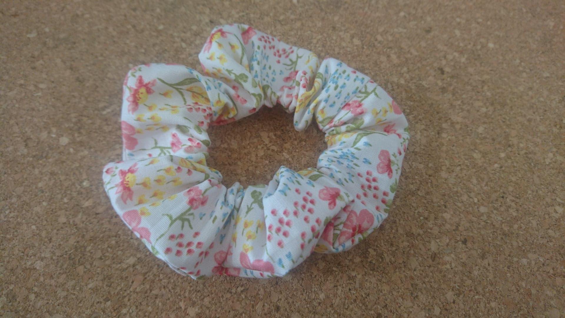 Chouchou en coton à motif fleuri