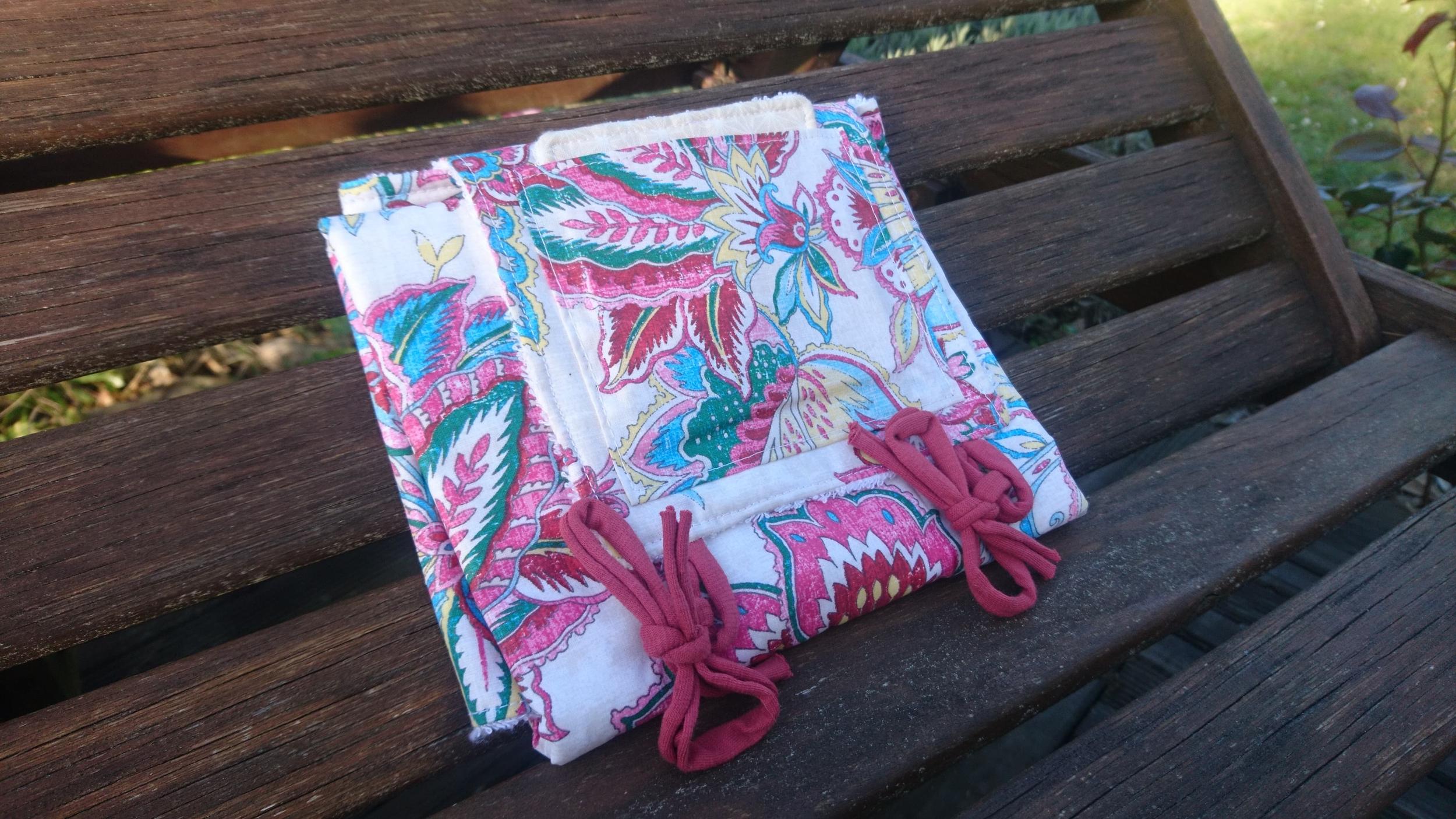 Tapis à langer nomade éponge bambou et coton enduit - Fleuri rose