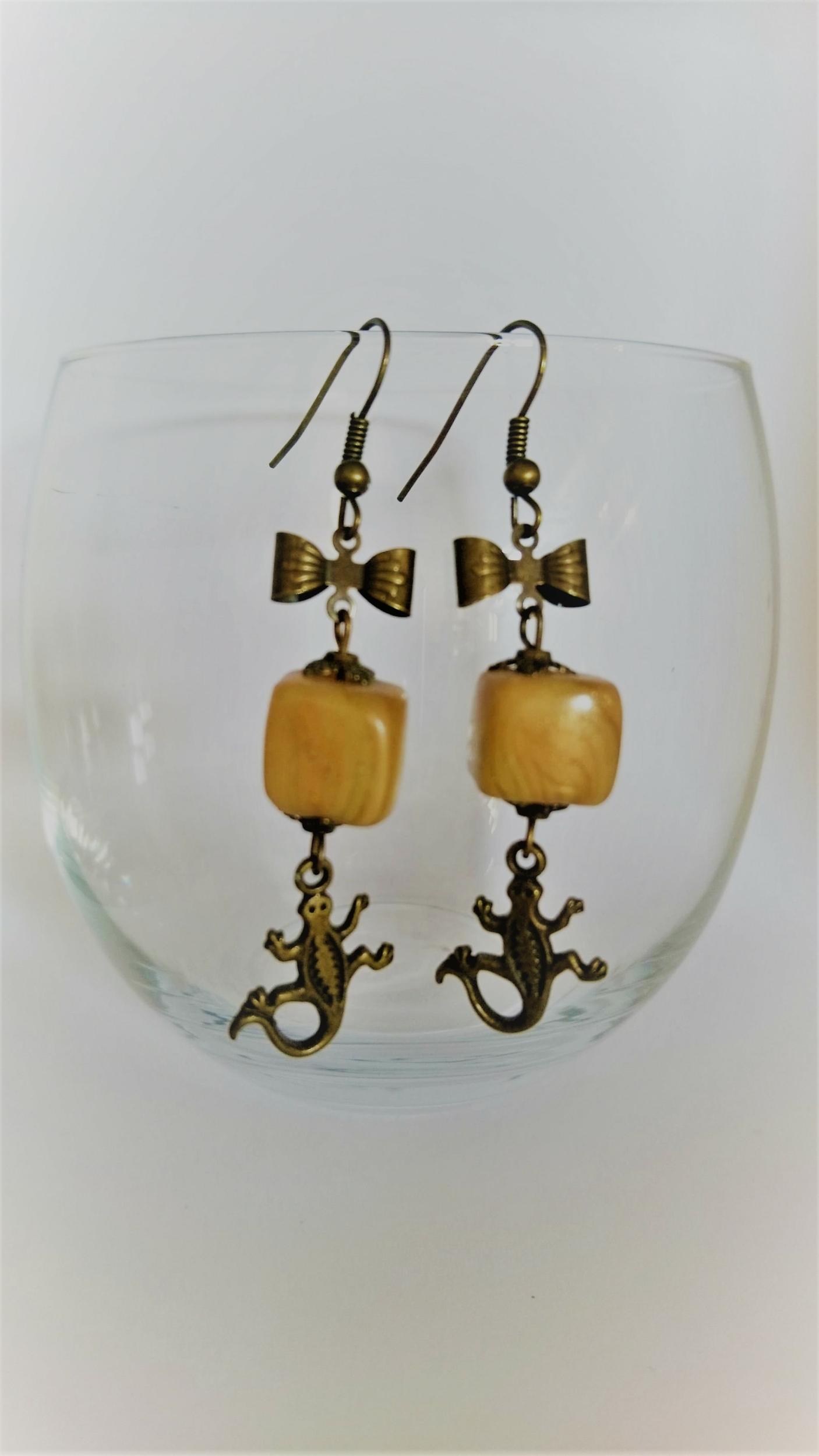 Boucles d\'oreilles polymère - noeud bronze, salamandre, cube jaune