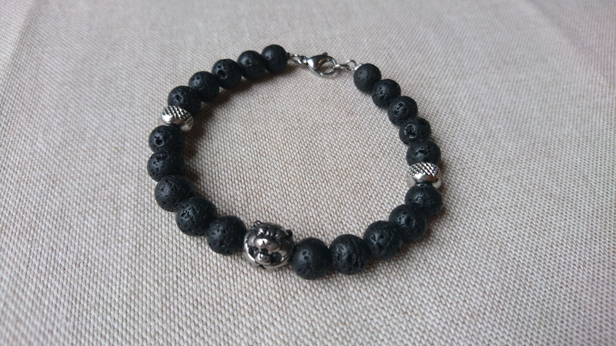 bracelet homme pierre lave basalte noir et inox tigre