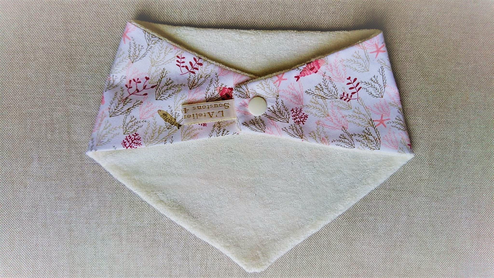 Bavoir bandana en coton et micro-éponge bambou certifiés oeko-tex, corail