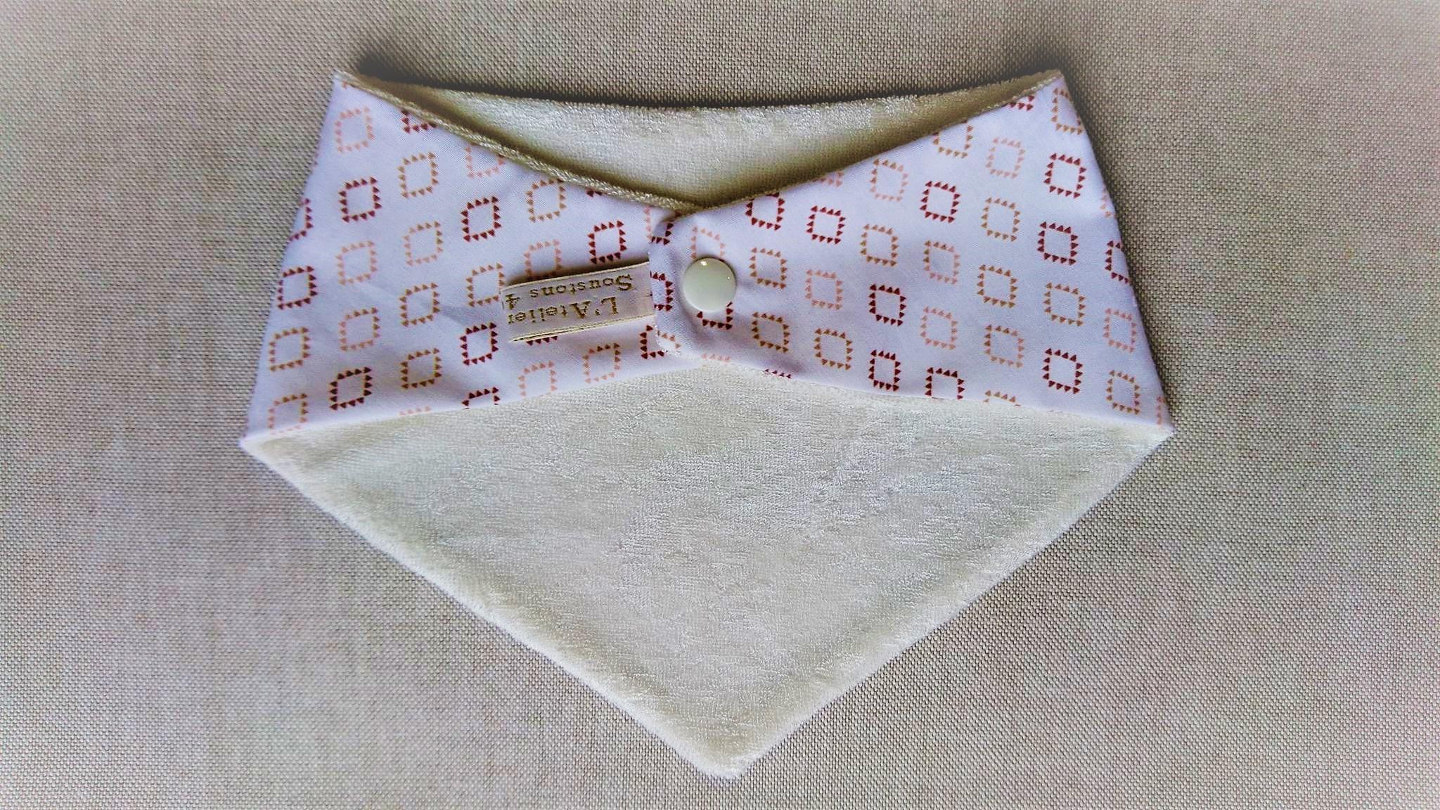 Bavoir bandana en coton et micro-éponge bambou certifiés oeko-tex, losanges
