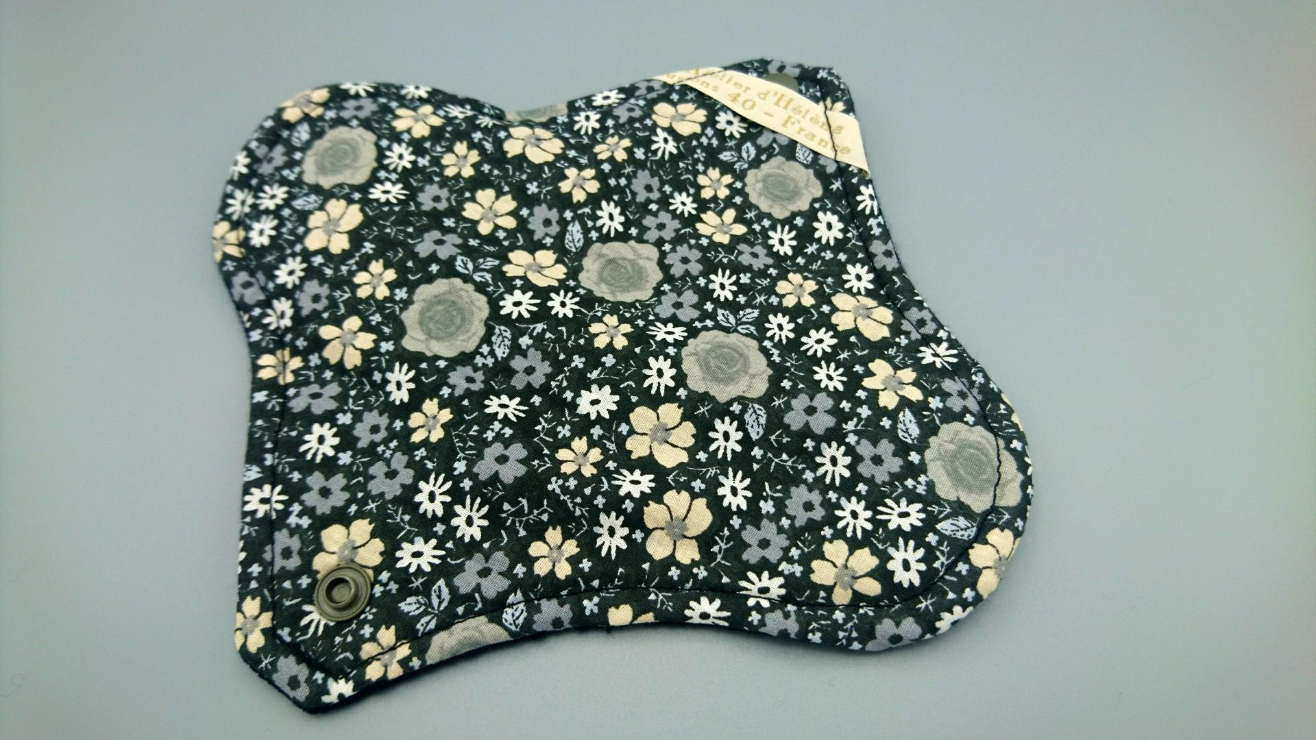serviette hygienique jour fleuri noir