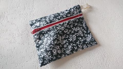 Petite trousse - étui - pochette coton enduit pour savon ou serviette hygiénique
