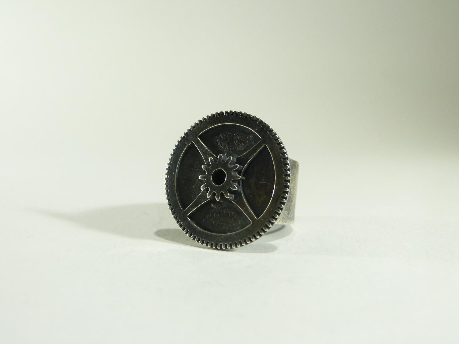 bague gros engrenage d'horloge
