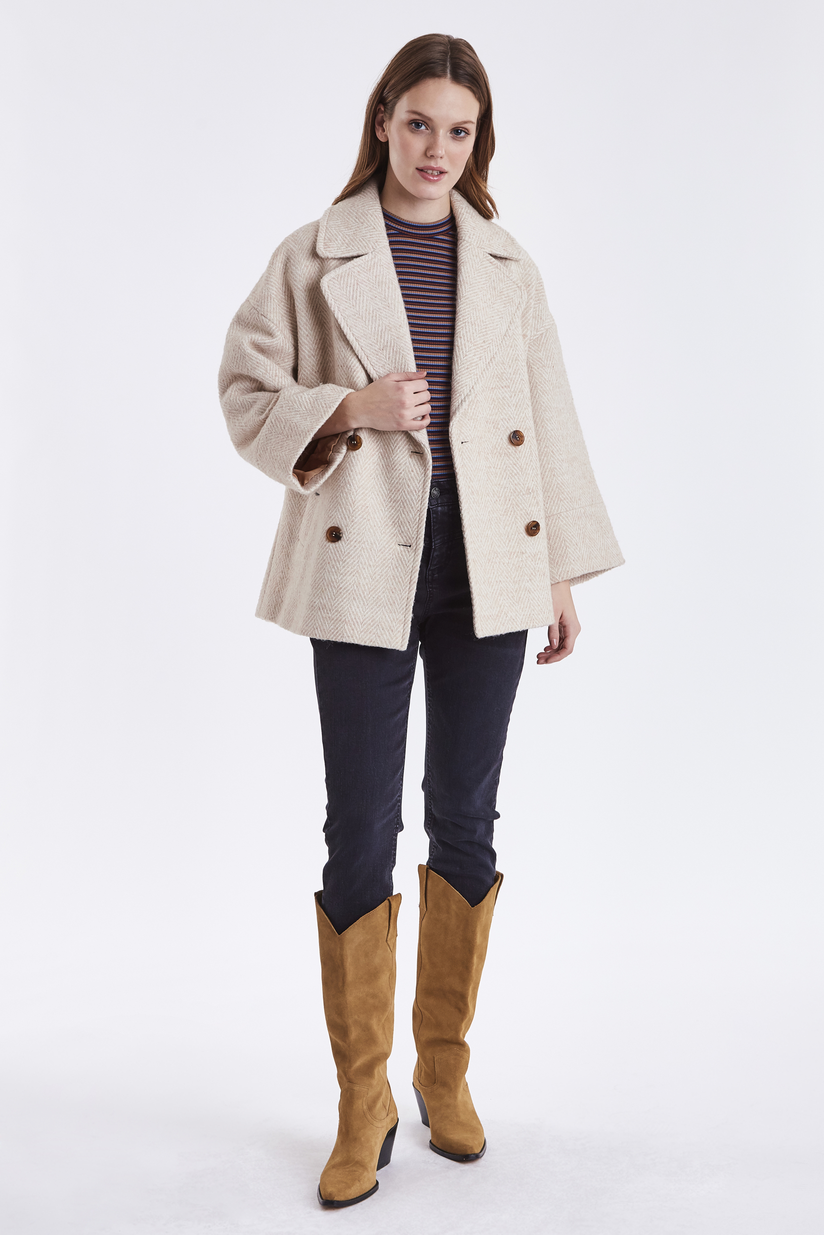 Manteau court beige rosé B.Young