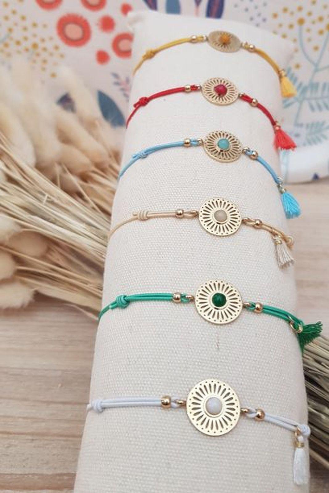 Bracelet fil médaille et pierre