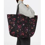 Tulips-Weekend-Bag-Model