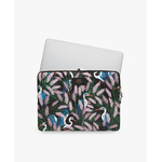 WOUF-13-Laptop-Sleeve-Lucy-Usage
