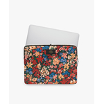 WOUF-13-Laptop-Sleeve-Camila-Usage