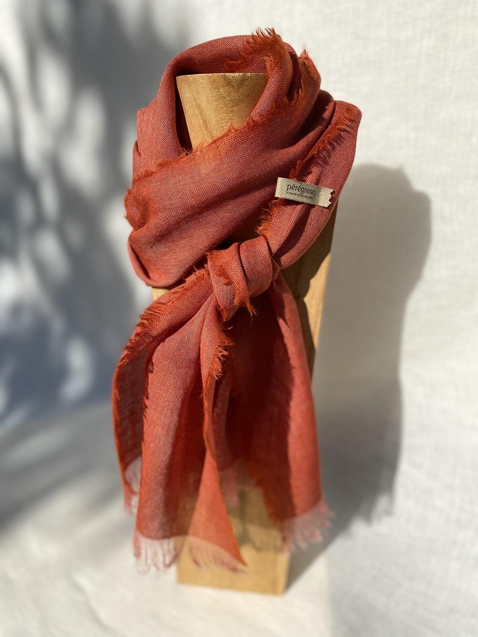 Foulard rouge lin laine alpaga - couleur et teinture naturelle