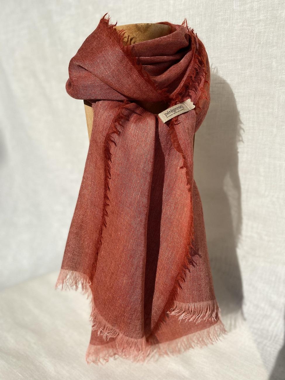 Foulard rouge foncé lin laine alpaga - couleur et teinture naturelle
