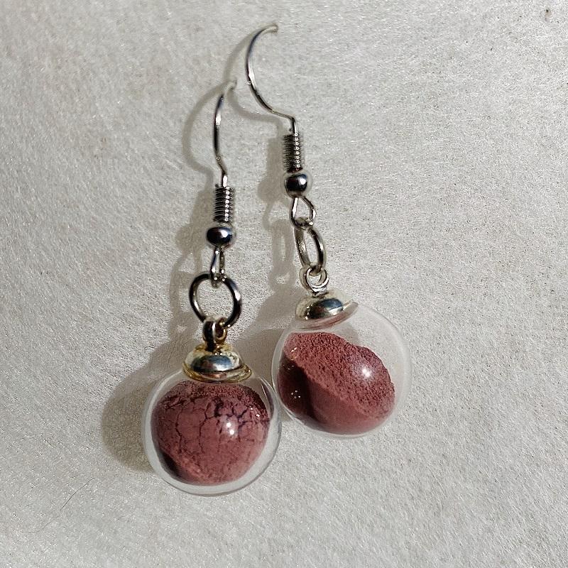 Boucles d\'oreilles - rose grenat Rosa Bonheur - crochets argentés