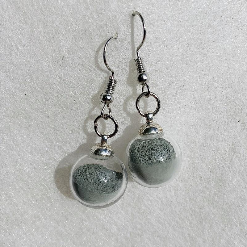 Boucles d\'oreilles - gris - crochets argentés