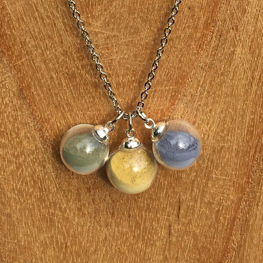 Collier chaine 3 bulles (vert-jaune-bleu)