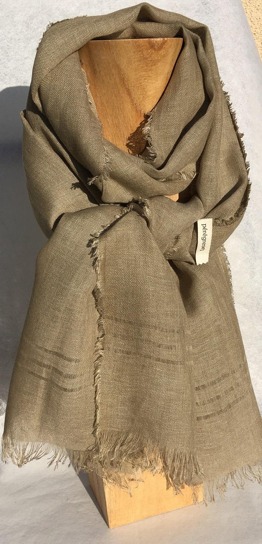 Foulard pur lin kaki - couleur et teinture naturelle