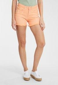 short-femme-orange-0a7500