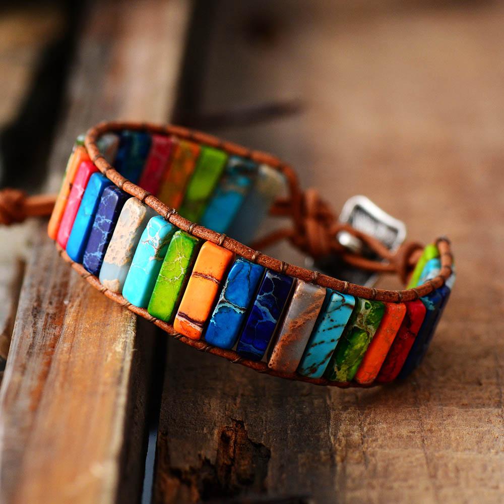 Bracelet Chakra, fait main, en pierre naturelle et cuir.