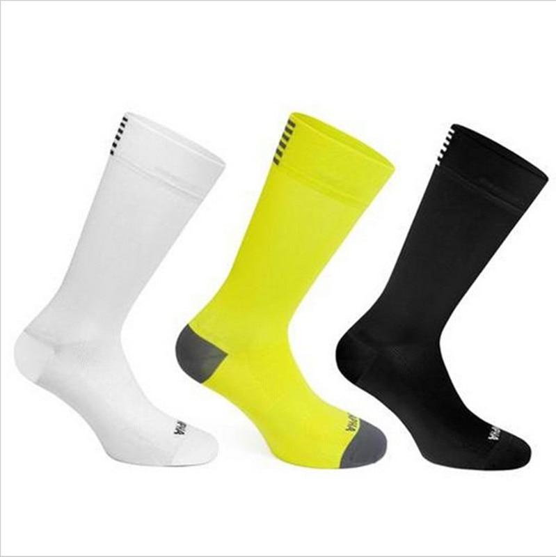 Haute qualité paire de chaussettes respirantes pour course à pieds et autres sports hommes et femmes.