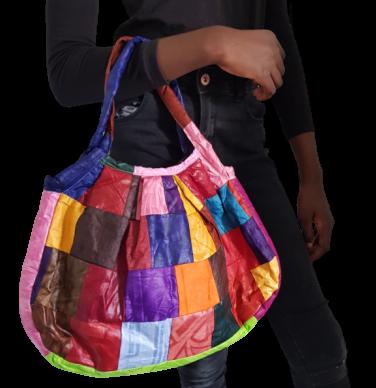 sac-a-main-multicolore-en-bazin-fashionista-paris-removebg-preview