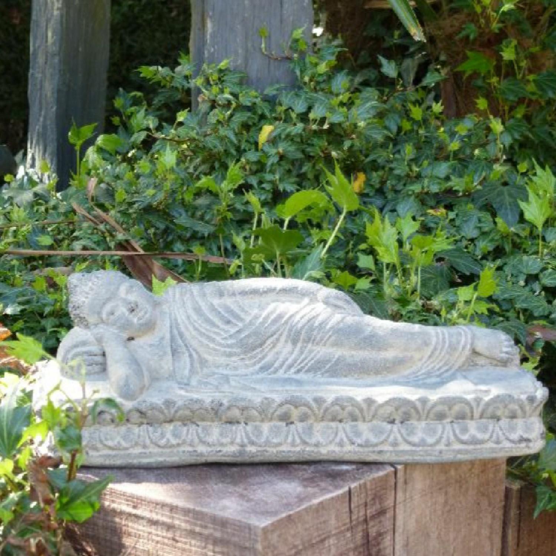 Bouddha Couché en Pierre