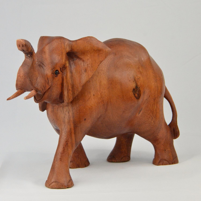 Eléphant en bois de Suar