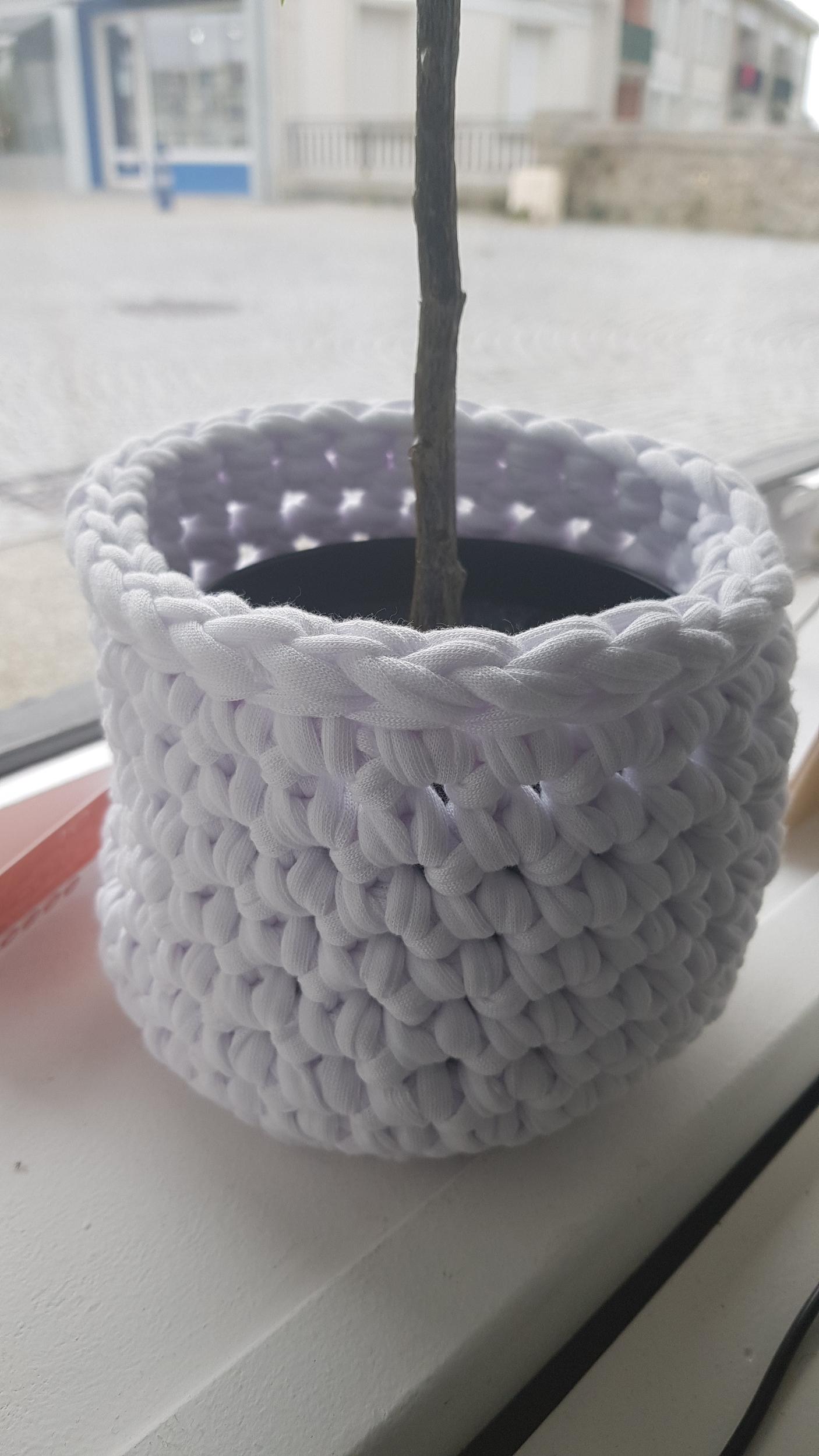 Grand pot crochet blanc 42€ YO