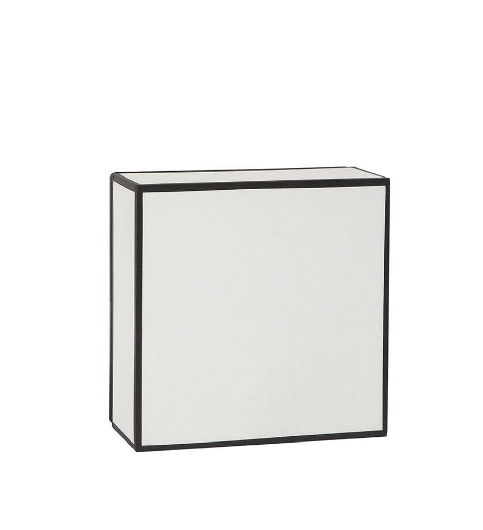 applique KARE en papier blanc liseré noir carrée 25x25x12 (1)
