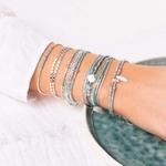 BR8649-2TVTLA.BR8386-3TVTLA.BR8412-30.BR7442VCTU.BR7594VEA - poignet portant une composition de bracelets turquoise et argent