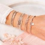 BR8650-2TBCRC.BR8636-3TBCRC.BR7483.BR8271BSBC - poignet portant une composition de bracelets beiges et argent