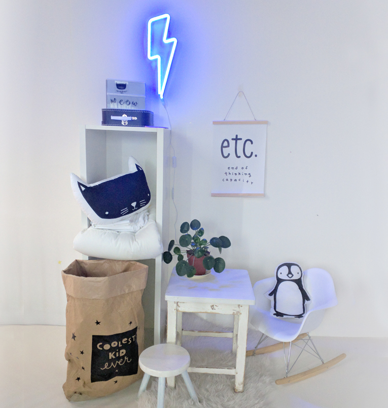 N on clair bleu a little lovely company deco chambre for Neon pour chambre