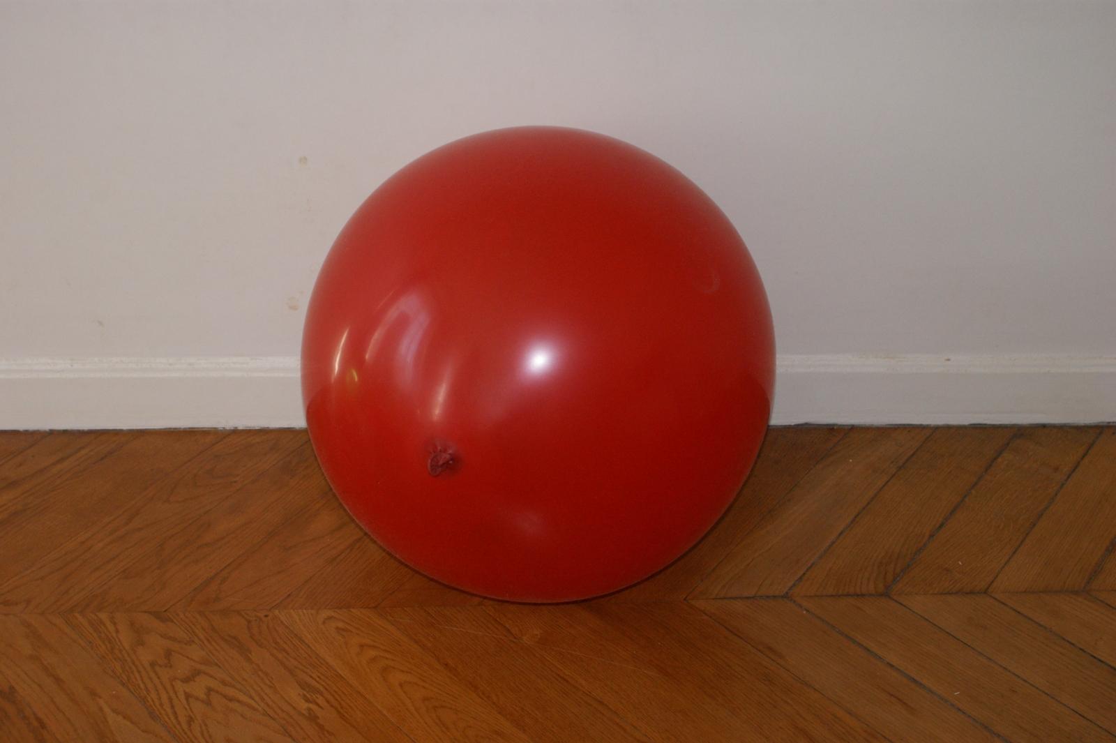 ballon-geant-rouge
