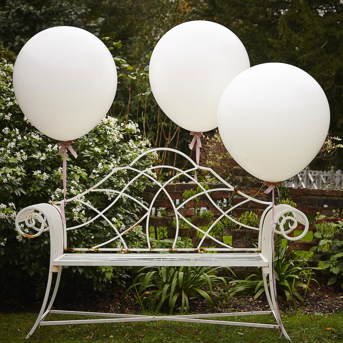 3 ballons géants en latex blanc