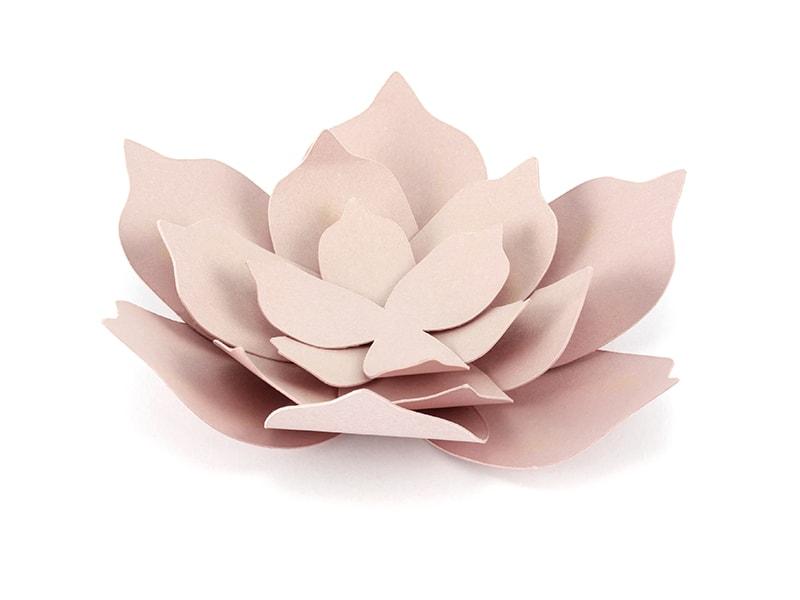 3 fleurs en papier rose poudré DIY