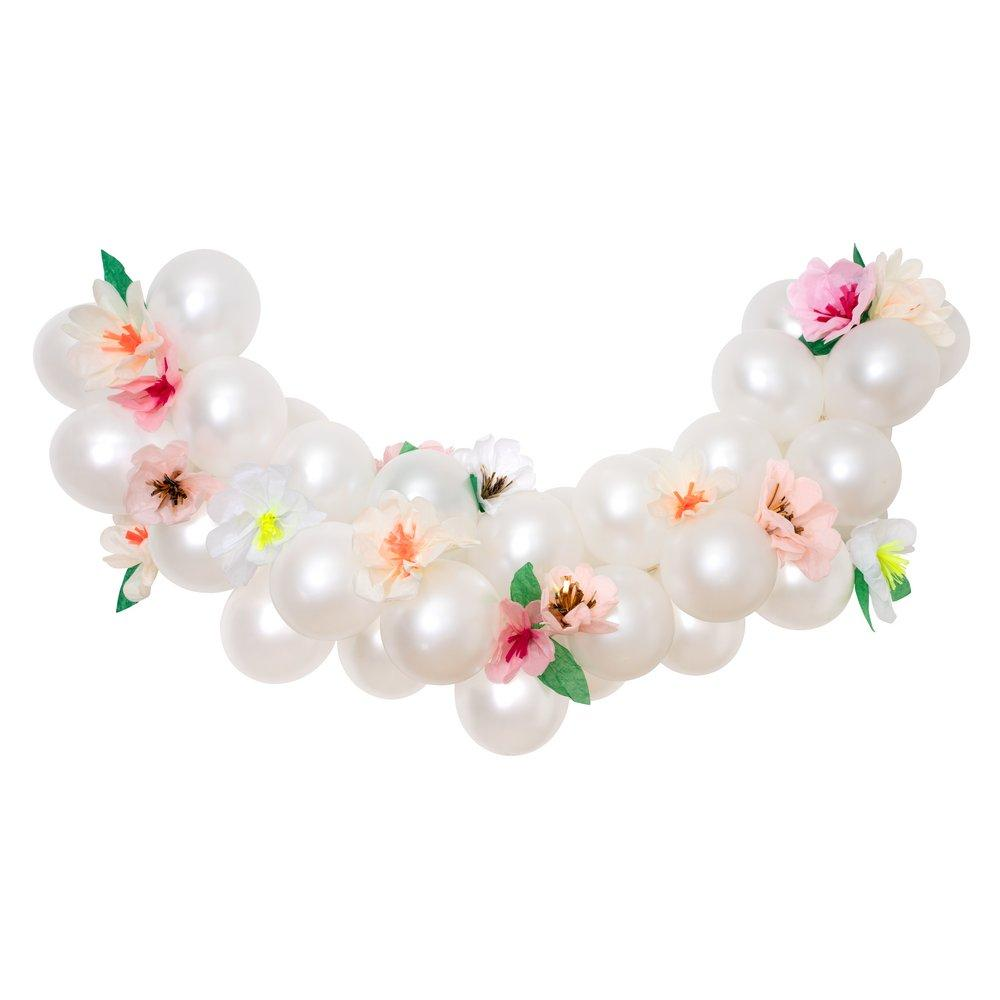 Arche de ballons fleurie nacré
