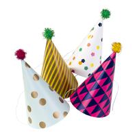 4 chapeaux pointus à pompons