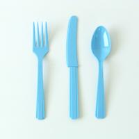 24 couverts en plastique bleu clair
