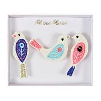 3 broches brodées oiseau