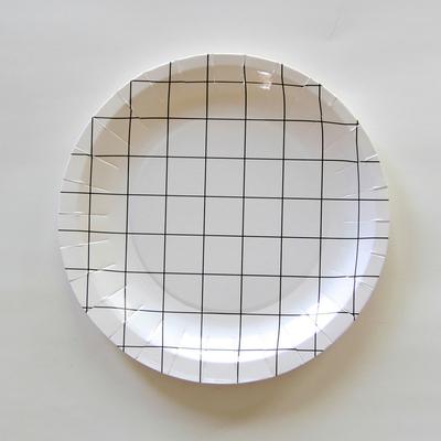 assiette-jetable-carreaux-noir-et-blanc