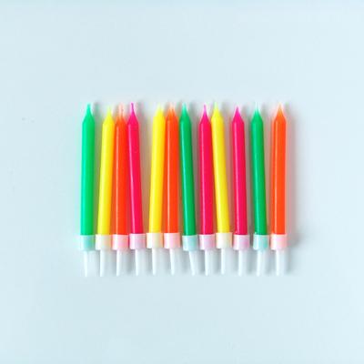bougie-anniversaire-fluo-multicolore