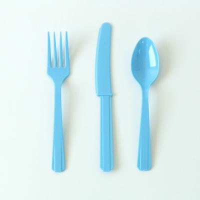 couverts-plastique-bleu-clair