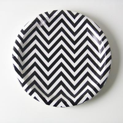 assiette-carton-chevron-noir-illume-partyware