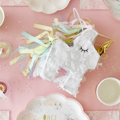 pinata-licorne-pastel-et-doree-talking-tables