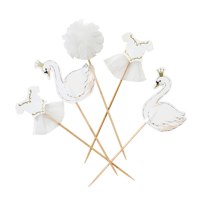 cake-toppers-cygne-blanc-talking-tables