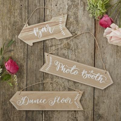 fleche-signaletique-en-bois-decoration-mariage-boheme-vintage-ginger-ray