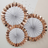 rosace-papier-blanc-et-rose-dore-deco-mariage-ginger-ray