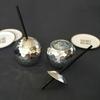 verre-boule-disco-a-facette-argent-avec-paille-talking-tables