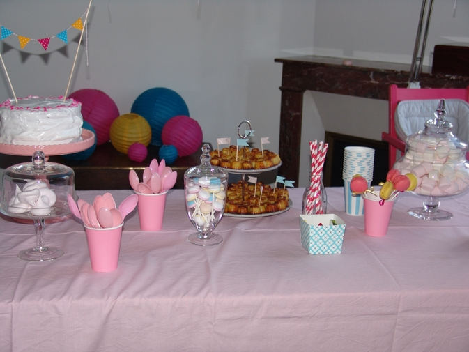 flash back les 1 ans de louise les anniversaires sweet party day. Black Bedroom Furniture Sets. Home Design Ideas